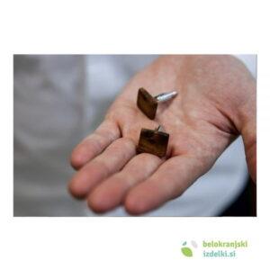 Manšetni gumbi iz orehovega lesa