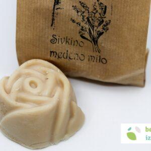 Naravno in ročno izdelano medeno milo v obliki vrtnice (sivka, ognjič) | Belokranjsko izročilo