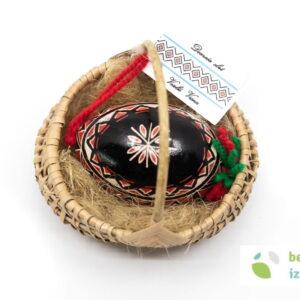 Belokranjska pisanica v pleteni košarici – gosja pisanica