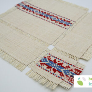 Poseben belokranjski prtiček | vezenje na domače laneno platno | 27×27 cm