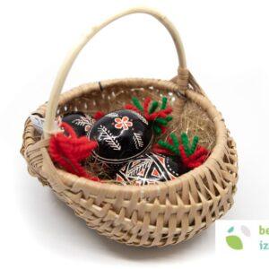 Belokranjska pisanica v pleteni košarici – 3 gosje pisanice
