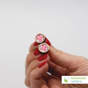 Leseni uhani z belokranjskim motivom